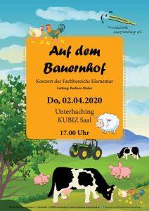 Auf dem Bauernhof, Kühe weiden auf der Wiese, Traktor, Hahn mit Henne und Küken im Vordergrund