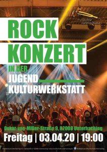 Rockkonzert Publikum mit erhobenen Händen vor Bühne